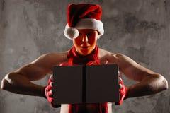 Weihnachtsgeschenkkonzept Mann in Sankt-Hut holen Geschenk für Sie ATT stockfotografie