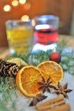 Weihnachtsgewürze und -getränke Stockbild
