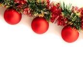 Weihnachtsgirlande auf dem weißen Hintergrund Stockfotografie