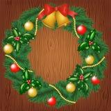 Weihnachtsgirlande auf hölzernem Hintergrund Lizenzfreie Stockfotos