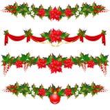 Weihnachtsgirlande, Bälle, rote Bögen, auf einem Weiß Stockfoto