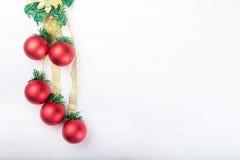 Weihnachtsgirlande mit Spielwaren Lizenzfreie Stockfotografie