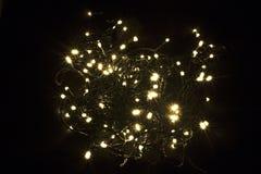 Weihnachtsgirlandenhintergrund LED-Weihnachtslichter I Stockfoto