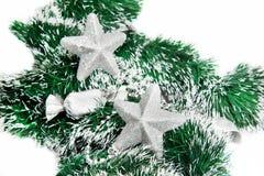 Weihnachtsglänzende Sterne auf grünem Filterstreifen Lizenzfreies Stockbild
