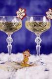 Weihnachtsgläser des Champagners und des Affen auf dem Euro Lizenzfreies Stockbild