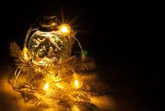 Weihnachtsglühende Girlande Stockfotografie