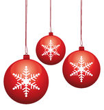 Weihnachtsglaskugeln mit Schneeflocken. Stockfotos
