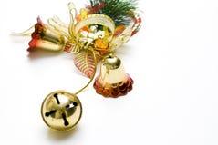 Weihnachtsglockendekorationen mit weißen Hintergründen lizenzfreie stockfotografie