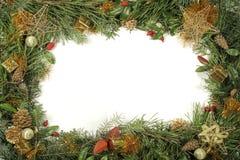 Weihnachtsgrün und -dekorationen Stockfotografie