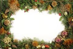 Weihnachtsgrün und -dekorationen Stockbild