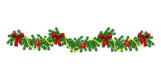 Weihnachtsgrenze mit hängender Girlande von Tannenzweigen, roter und silberner Flitter, Kiefernkegel und andere Verzierungen lizenzfreie stockbilder
