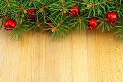 Weihnachtsgrenze mit roten Beeren Lizenzfreies Stockfoto