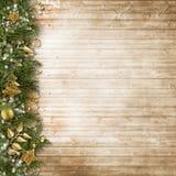 Weihnachtsgrenze mit Weinlesedekoration auf hölzernem Brett Lizenzfreie Stockfotografie