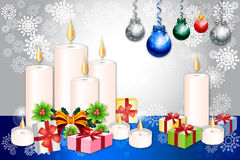 Weihnachtsgruß-Kartendesign mit Kerzen-, Flitter- und Weihnachtselementen - vetor eps10 Lizenzfreie Stockfotos