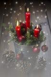 Weihnachtsgrußkarte mit Kerzen Stockfoto