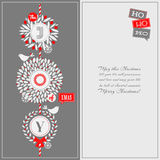 Weihnachtsgrußkarte mit Stechpalmenkranz und netten Vögeln Stockbilder