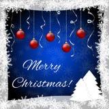 Weihnachtsgrußkarte mit Weihnachtsbällen und -bäumen Stockfotos