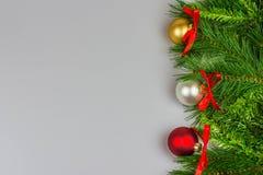 Weihnachtsgrußkarte, weißer Hintergrund Lizenzfreie Stockbilder