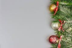Weihnachtsgrußkarte, weißer Hintergrund Stockfotografie