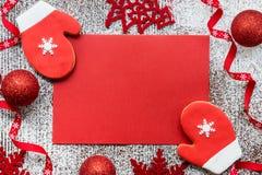 Weihnachtsgrußkartenkonzept in den roten und weißen Farben Lizenzfreies Stockbild