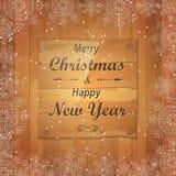 Weihnachtsgrußkarte mit hölzernem Brett in der Mitte Stockfotografie