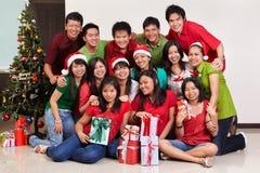 Weihnachtsgruppe geschossen von den asiatischen Leuten Lizenzfreie Stockfotografie