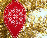 Weihnachtshölzerne Dekoration auf Baum Lizenzfreie Stockbilder