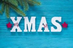 Weihnachtshölzerne Dekoration im Türkis und in der roten Farbe Lizenzfreie Stockbilder