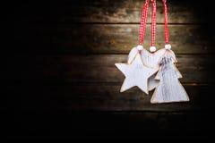 Weihnachtshölzerne Dekorationen lizenzfreies stockbild