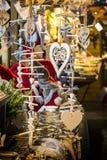 Weihnachtshölzerne Dekorationsgeschenke stockfotos