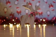 Weihnachtshölzerne Rendekoration stockbild