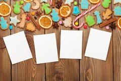 Weihnachtshölzerner Hintergrund mit Fotorahmen Lizenzfreies Stockbild