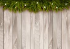 Weihnachtshölzerner Hintergrund mit Niederlassungen und Flitter Lizenzfreie Stockbilder