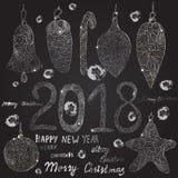 Weihnachtshand gezeichnete Bälle, Spielwaren Aufschriften: Guten Rutsch ins Neue Jahr und frohe Weihnachten Lizenzfreies Stockfoto