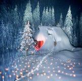 Weihnachtshaus in den Karpaten stockfoto