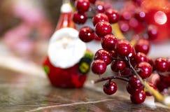 Weihnachtshintergrund auf grauem Hintergrund lizenzfreie stockfotos