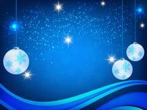 Weihnachtshintergrund, Bokeh-Schneeflocken, blauer Hintergrund, roter Ball, Weihnachtsbaumhintergrund Stockbilder
