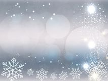 Weihnachtshintergrund, Bokeh-Schneeflocken, grauer Hintergrund, roter Ball, Weihnachtsbaumhintergrund stock abbildung