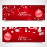 Weihnachtshintergrund, Bokeh-Schneeflocken, roter Hintergrund, Lizenzfreies Stockfoto