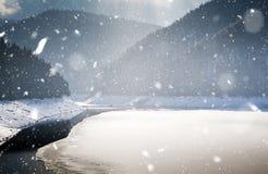Weihnachtshintergrund der Landschaft des verschneiten Winters Lizenzfreies Stockbild