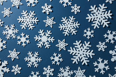 Weihnachtshintergrund der Schneeflocken Stockfotos