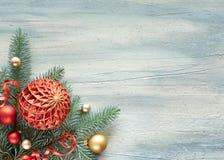 Weihnachtshintergrund: Ecke verziert mit Tanne Zweigen und Christus Stockfotografie