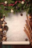 Weihnachtshintergrund mit Bestandteilen für das Backen Stockfotografie