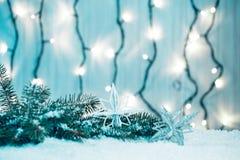 Weihnachtshintergrund mit bokeh einer leuchtenden Girlande Stockfoto
