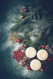 Weihnachtshintergrund mit brennenden Kerzen Ausführliche 3d übertragen Lizenzfreie Stockfotografie