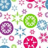Weihnachtshintergrund mit bunten Schneeflocken Stockfotografie