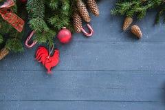Weihnachtshintergrund mit Dekorationen Lizenzfreies Stockfoto