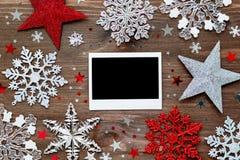 Weihnachtshintergrund mit Dekorationen und Fotorahmen Lizenzfreies Stockbild