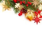 Weihnachtshintergrund mit dem Weihnachtsbaum-Zweig und den Dekorationen Stockbild