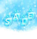 Weihnachtshintergrund mit den Bällen, die Verkauf beschriften Lizenzfreie Stockfotos
